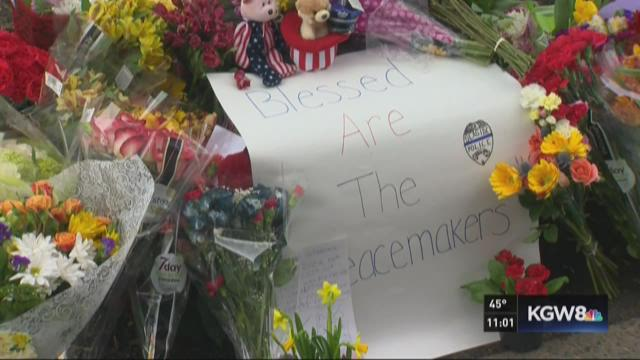 Seaside mourns officer killed making arrest