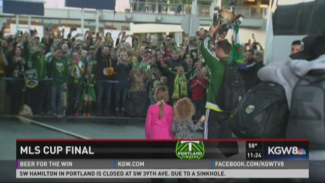 Timbers arrive at PDX with MLS Cup